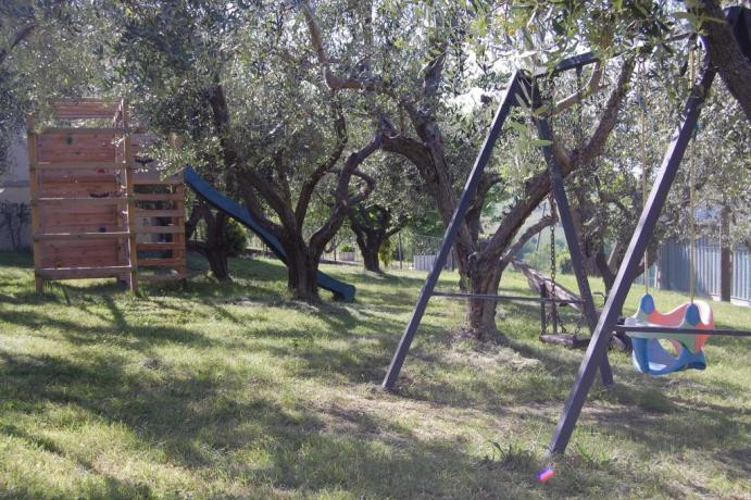 Country house per famiglie con parco giochi Macerata
