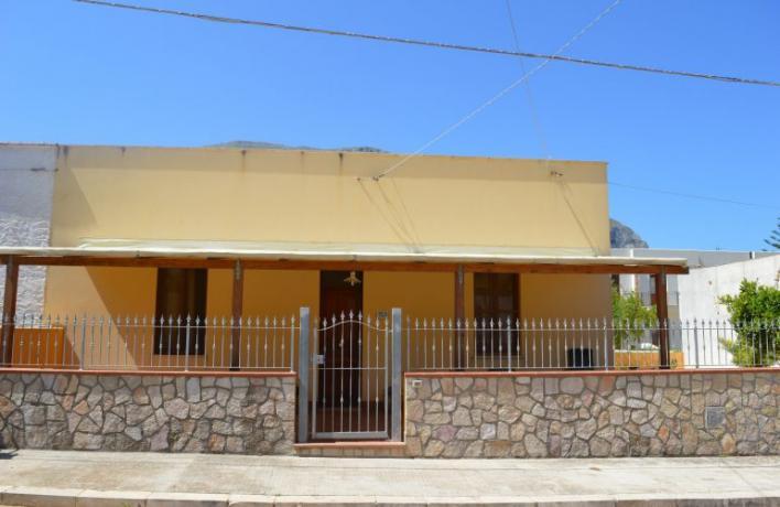 Esterno casa vacanze family San-Vito-lo-Capo vicino al mare