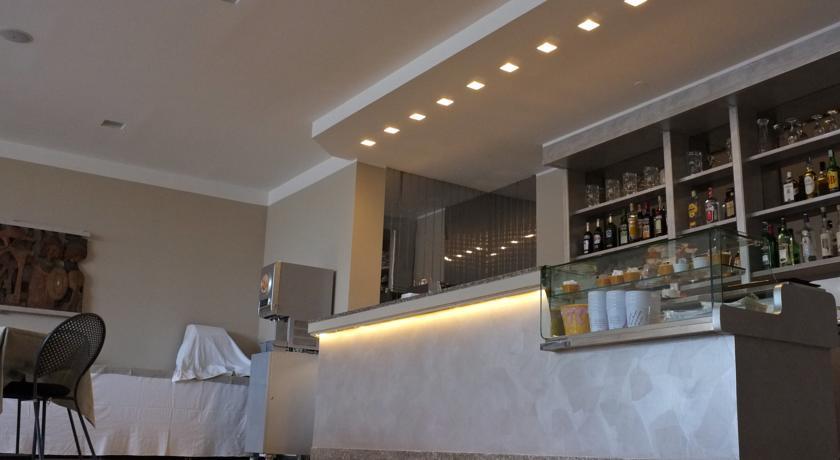bar hotel 3 stelle Liguria vicino mare