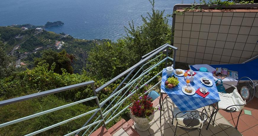 Balcone panoramico con vista sul mare d´amalfi