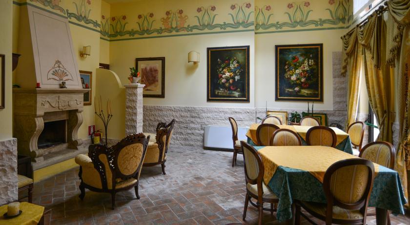 Romantica sala ristorazione ideale per fughe d'amore