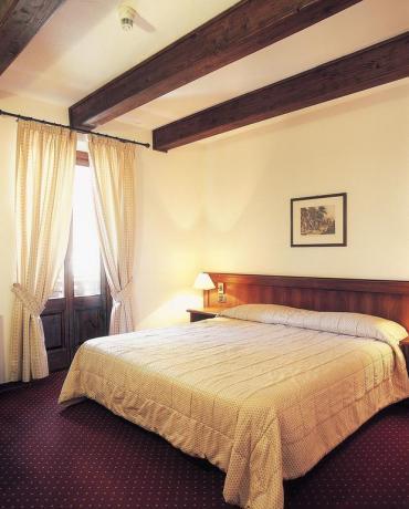 Camera matrimoniale con balcone valle d'aosta