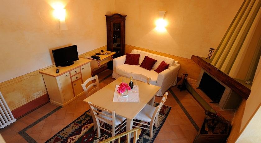 Appellonia Senior Suite soggiorno con Camino