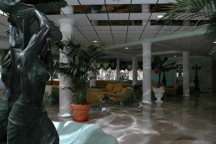 Hotel 4 stelle a Baia Domizia con Piscina
