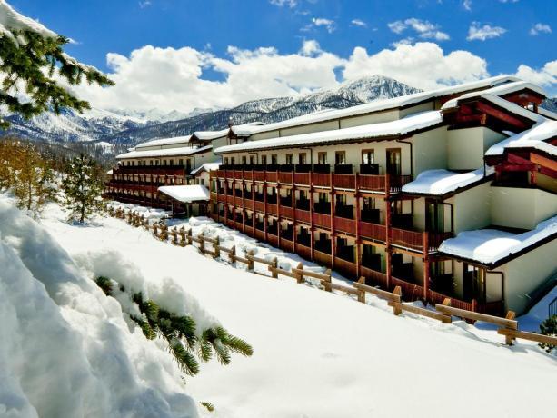 hotelvillaggio4stelle-sestriere-piscinacoperta-animazione-vicinopistesci-sansicario
