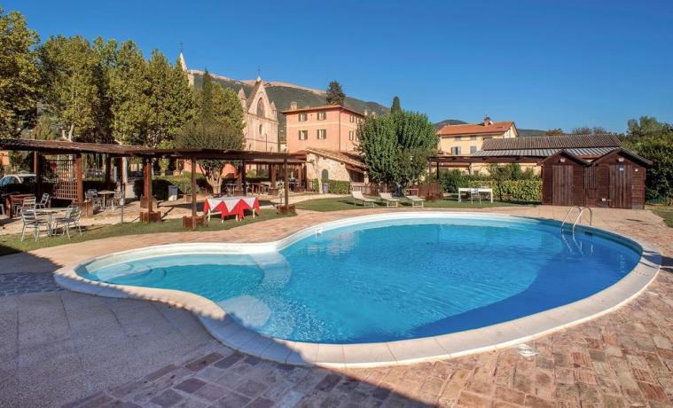Piscina e Giardino in Country House Assisana