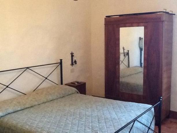 Camere con mobili antichi bb a Todi