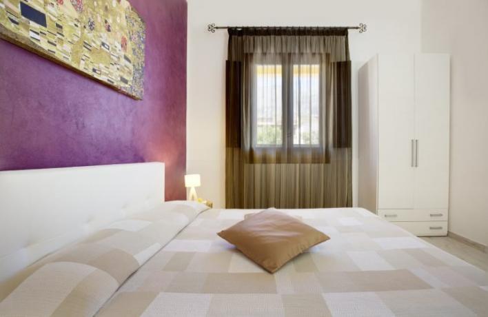 Camera matrimoniale con armadio aria-condizionata vicino mare Trapani