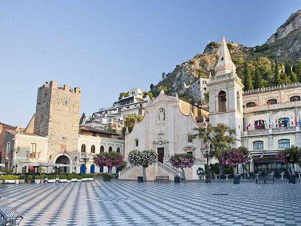 Villaggio turistico con Escursioni a Taormina