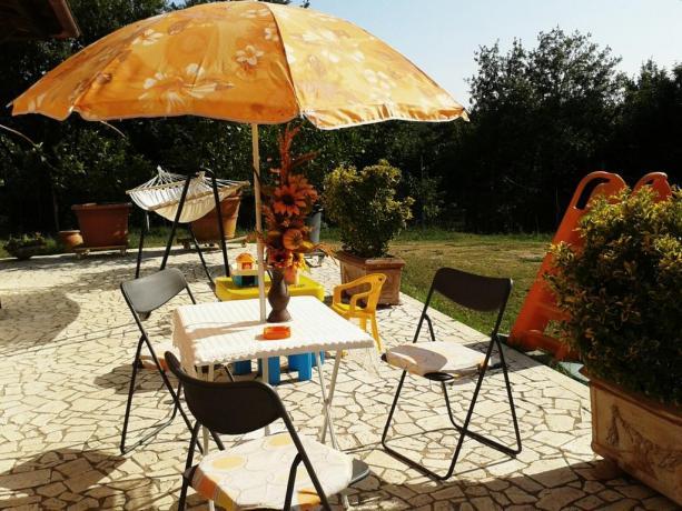 Area relax in giardino casa vacanze Vasanello