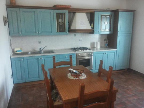 Ampio angolo cucina in appartamenti a Montefalco