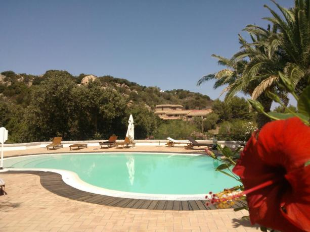 Piscina con panorama hotel vicino Porto Cervo