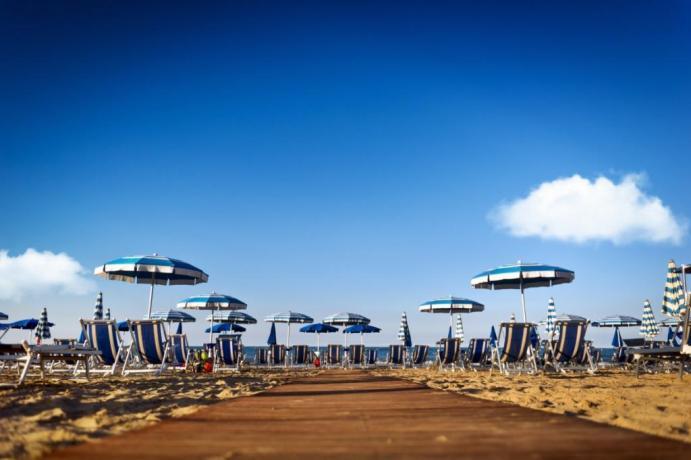 Hotel a Silvi con spiaggia privata, ristorante, piscina