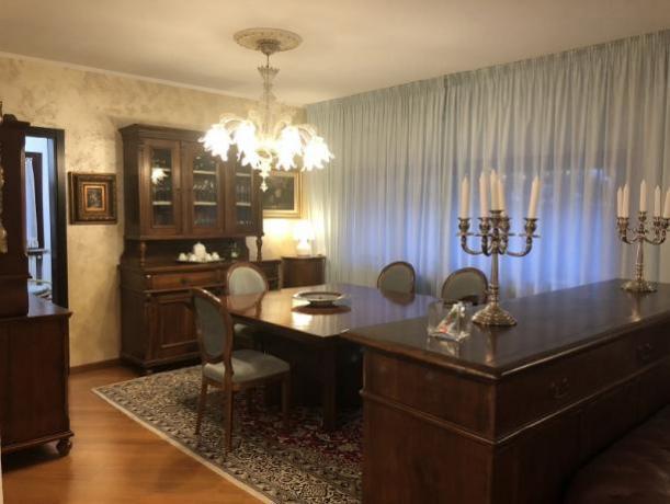 Zona giorno con mobili d'epoca villa a Perugia