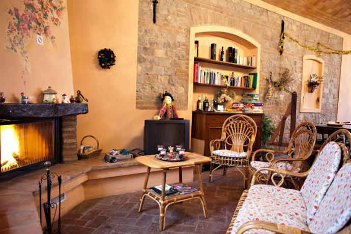 Residence in Emilia con sala banchetti e camino
