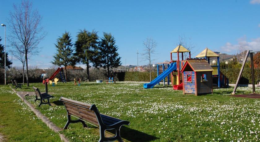 Spazio verde con area giochi