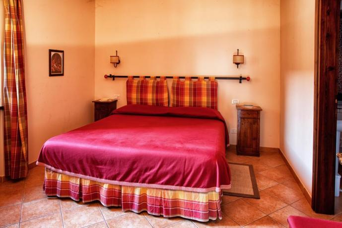 Camera Matrimoniale romantica in bilocale per vacanza-La-Mora