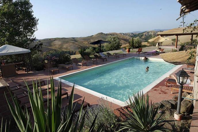 Agriturismo con piscina in campagna a Volterra