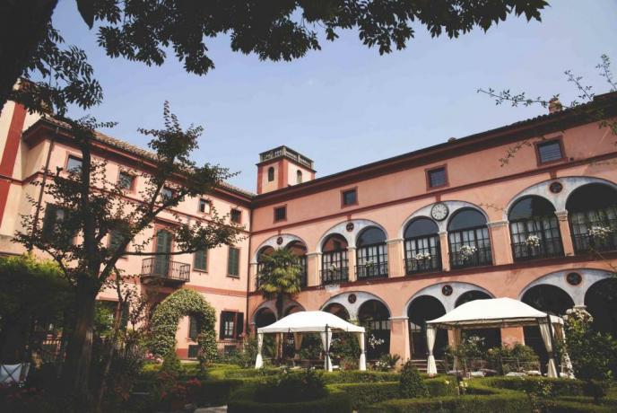 BB-centrobenessere-con-ristorante-e-piscina-rosignanomonferrato