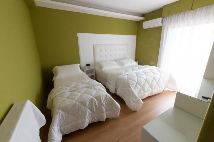 Camera familiare hotel4stelle con letto aggiunto Casapulla