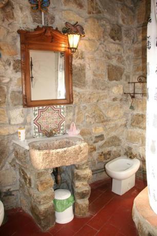 Bagno in pietra appartamento relais Calenzano