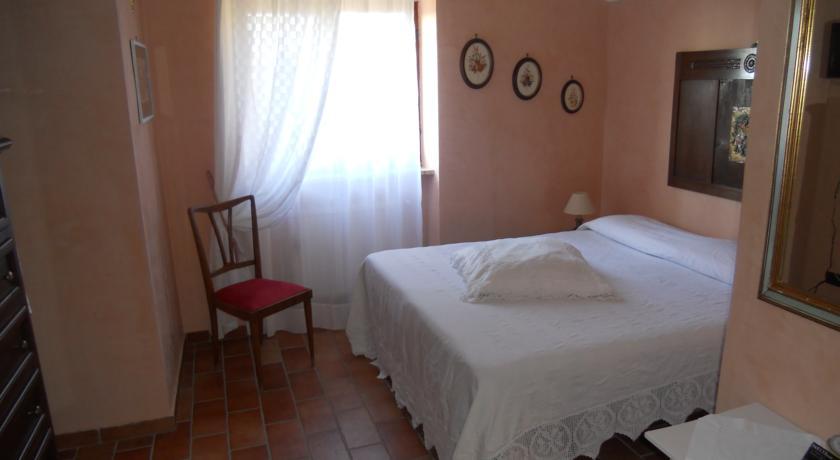 Confortevoli camere in Casale con salone Rieti