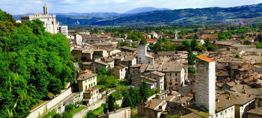 Casali con Piscina e Ristorante vicino Gubbio