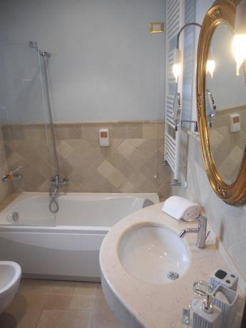 Vasca in albergo in antico palazzo vicino Brindisi