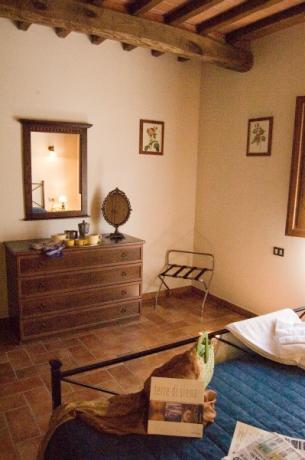 Camera con mobili antichi Gavignano