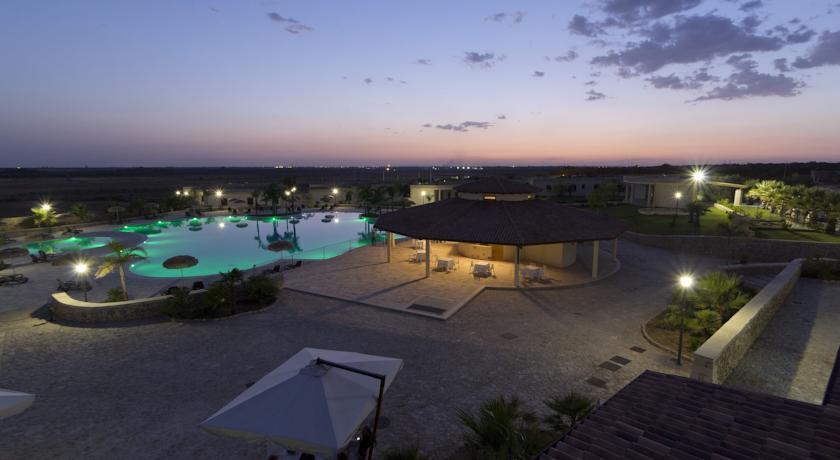Masseria con piscina per adulti e bambini