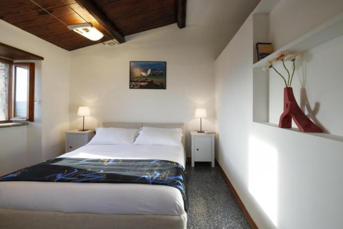 Camera Matrimoniale in Appartamento-Clara Borgo-sul-Clitunno