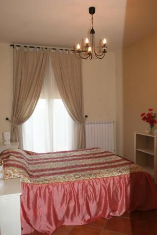 Camera matrimoniale appartamento residence a Ronciglione