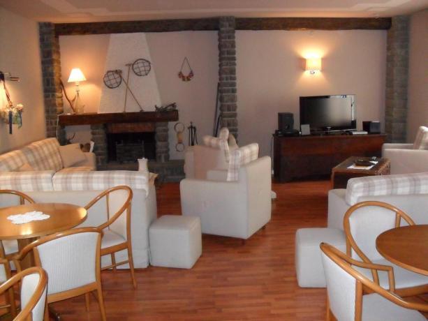 Hotel Abetone con sala comune + camino