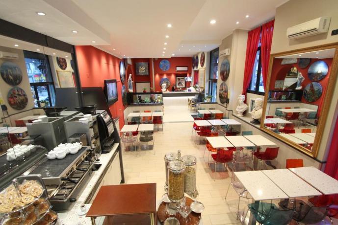 Sala con colazione a buffet hotel a Milano
