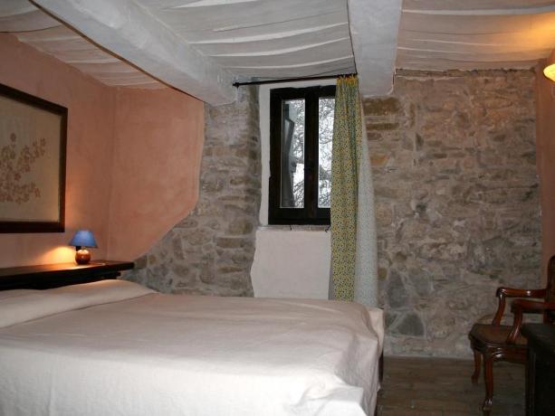Casali con Appartamenti e Piscina vicino Assisi