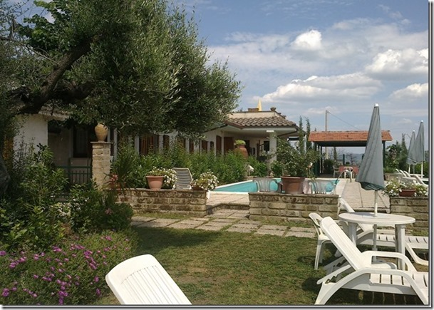 Residenza Podere appartamenti vacanza famiglie perugia piscina lettini