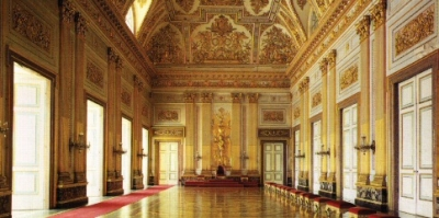 The halls of the castel, where to stay?