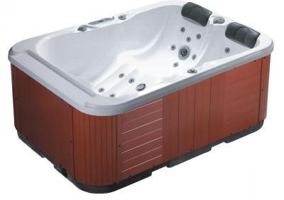 Vasca idromassaggio 2/3 persone con rivestimento in legno