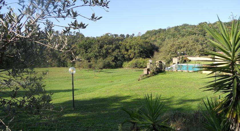 Piscina con vista sulla valle nel Lazio