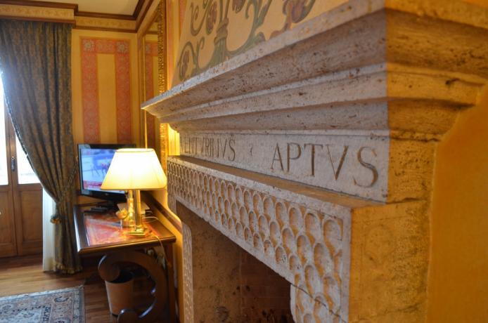 Camino antico Suite Venturini Antico Palazzo Todi