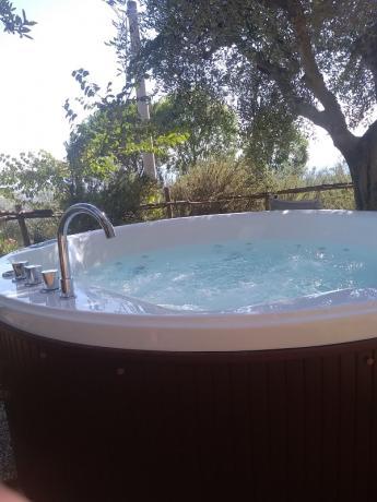 Minipiscina riscaldata immersa nel verde Assisi