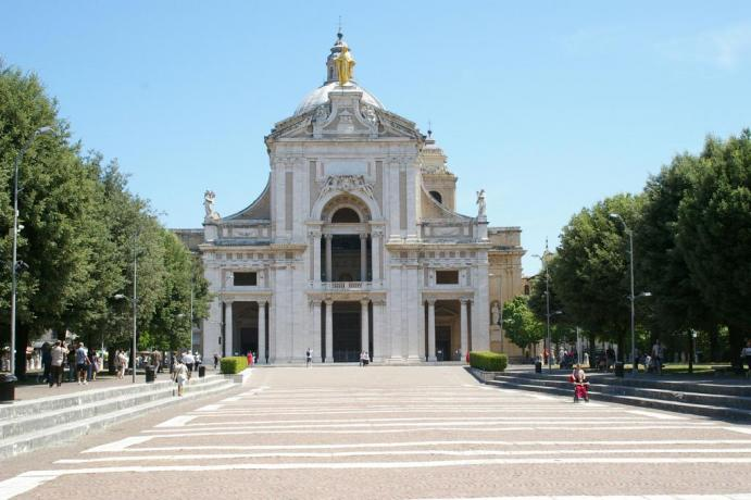 Dormire a Santa Maria degli Angeli, Vista Basilica