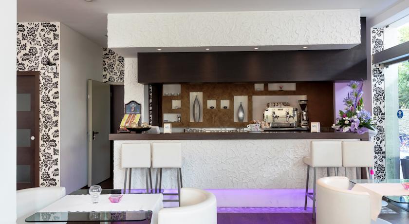 Bar, climatizzazione autonoma, TV-DTT, cassaforte digitale