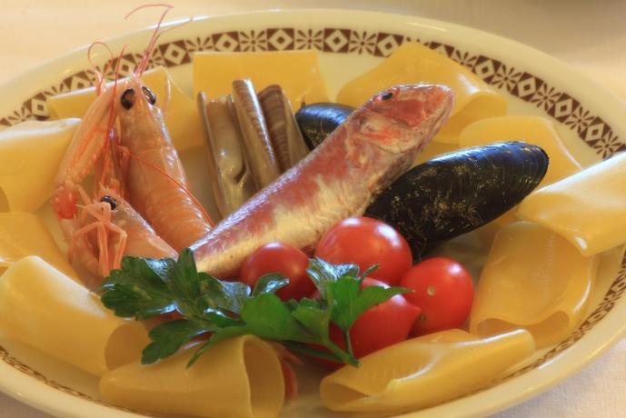 Buon ristorante di pesce Rodi Garganico in Puglia
