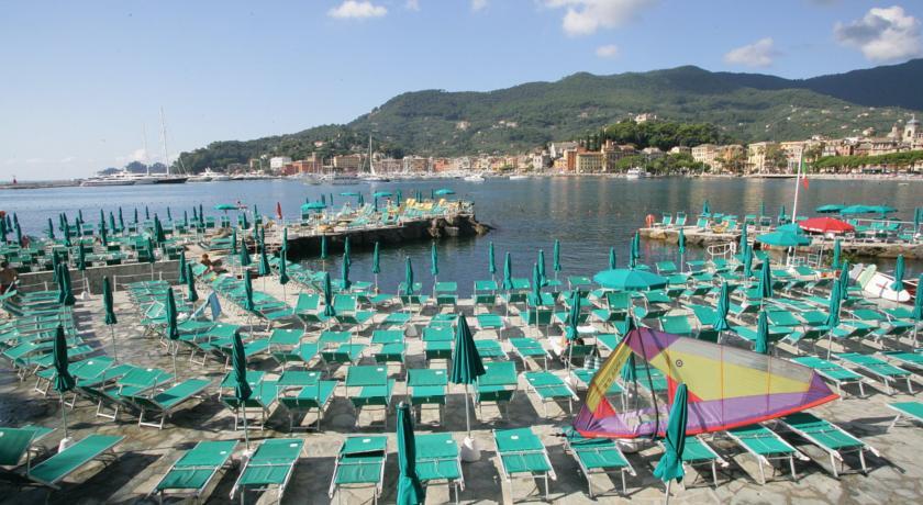 Spiaggia privata della struttura a Finale Ligure