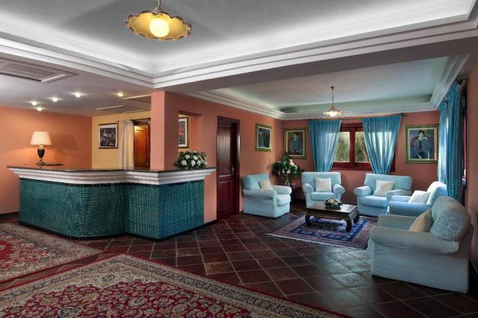 Reception Residence con Appartamenti Vacanza a Orosei