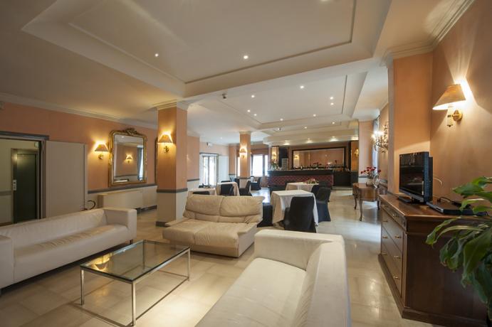 Accogliente e moderna hall dell'albergo di Foligno