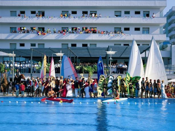 hotelresidence-serenamajestic-villaggioturisticoabruzzo-montesilvano-piscine-animazione-ristorante-spiaggiaprivata-spa-campisportivi
