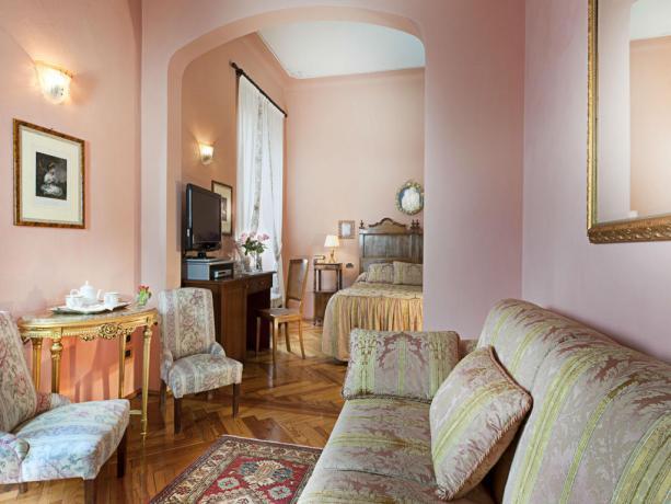 Suite con salottino e divano Lago di Garda