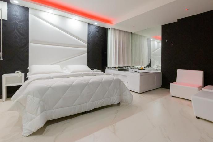 Suite con SPA e Jacuzzi hotel 4stelle Casapulla